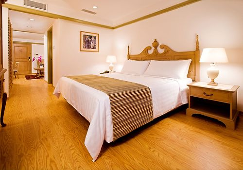 Goodwood Park Hotel Room 36sqm to 48sqm with a choice of King or Twin bed  City View  Located at the heritage wing of the hotel - Broadband Internet Access with fee  Separate sitting area  Writing Table  Coffee Tea Making Facilities  32 inch LCD TV with cable channels\